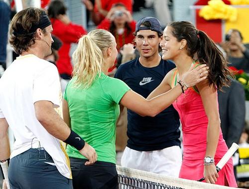 Rafa Nadal: Carlos, which girl do あなた like more?