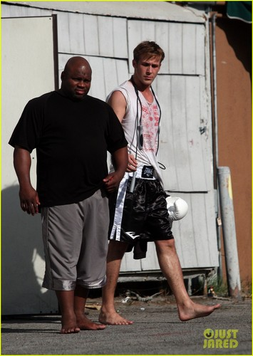 Ryan Gosling: Barefoot After Workout