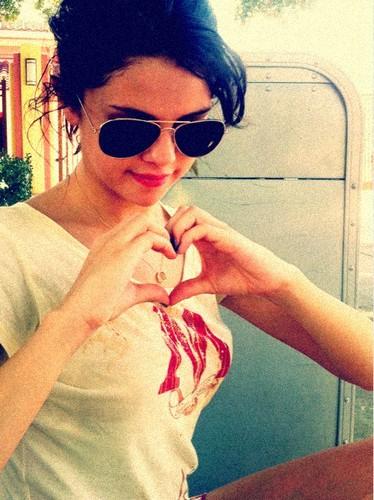 Selena Twitter