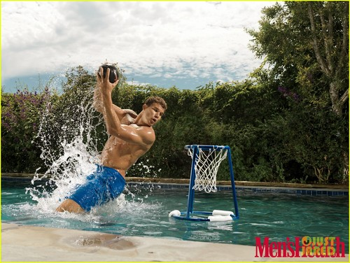 Basketball wallpaper possibly with a water and a bather entitled Shirtless Blake Griffin Covers 'Men's Health'