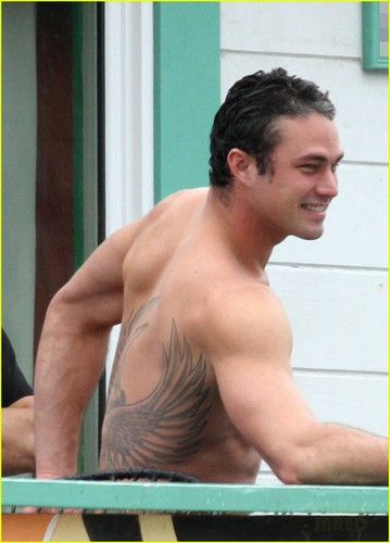 Shirtless Taylor Kinney - Lady Gaga's Boyfriend!