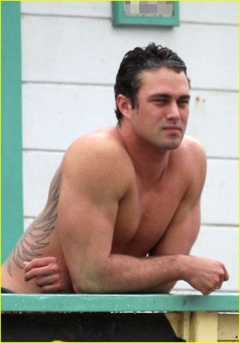 Taylor Kinney wallpaper containing a hunk called Shirtless Taylor Kinney - Lady Gaga's Boyfriend!