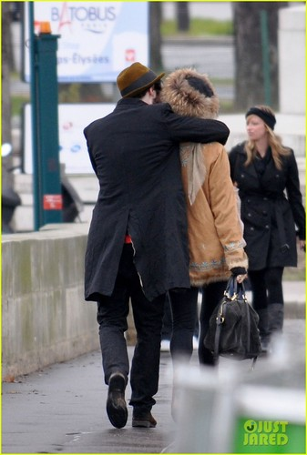 Sienna Miller & Tom Sturridge: Petit Palais in Paris!