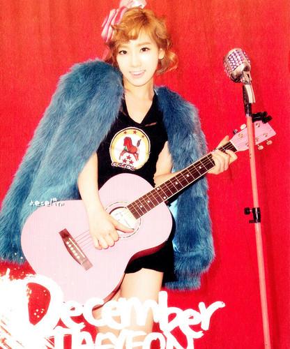 Taeyeon @ Girls' Generation 2012 Calendar Scans HD