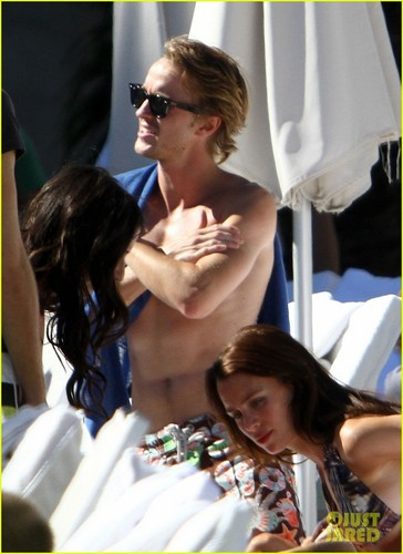 Tom Felton: Shirtless Miami strand Time!