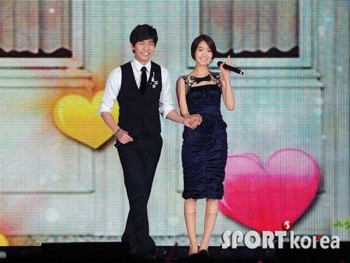 Yoona & Lee Seung Gi @ SBS Gayo Daejun