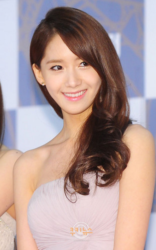 Im yoonA fond d'écran with a portrait called Yoona @ SBS Gayo Daejun Red Carpet