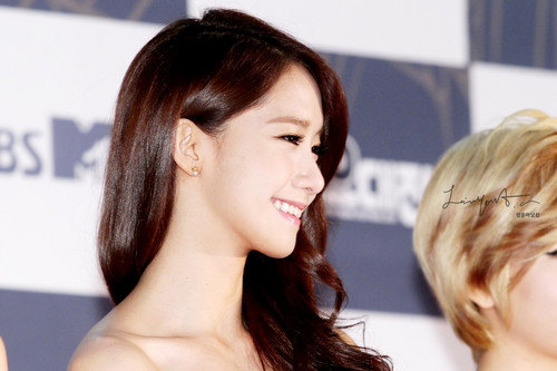 Im yoonA fond d'écran with a portrait entitled Yoona @ SBS Gayo Daejun Red Carpet