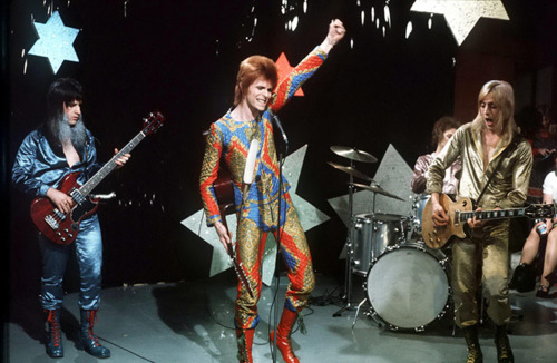 Ziggy Stardust wallpaper containing a drummer entitled Ziggy