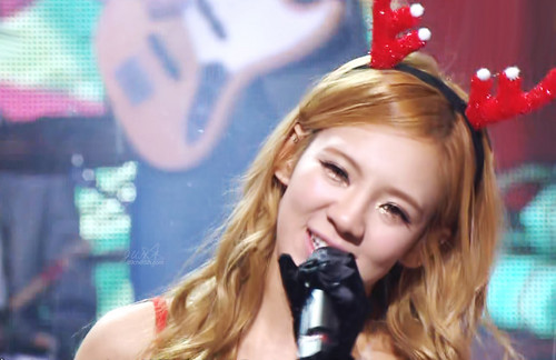 S♥NEISM wallpaper entitled hyoyeon SNSD Christmas Fairy Tale Captures
