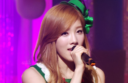 S♥NEISM wallpaper called taeyeon SNSD Christmas Fairy Tale Captures