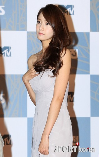 yoona SNSD - 2011 SBS Song Festival Red Carpet