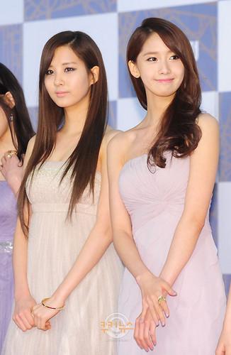 yoona&seohyun SNSD - 2011 SBS Song Festival Red Carpet