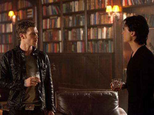 Klaus vs. Damon