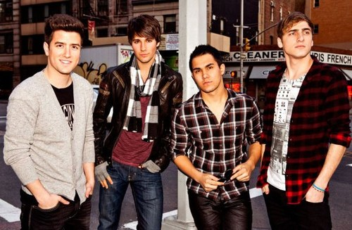 2011 Photo Sessions > 17 - In House with Big Time Rush
