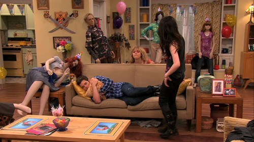 iCarly achtergrond possibly with a living room, a drawing room, and a family room titled 5x07 - iStill Psycho