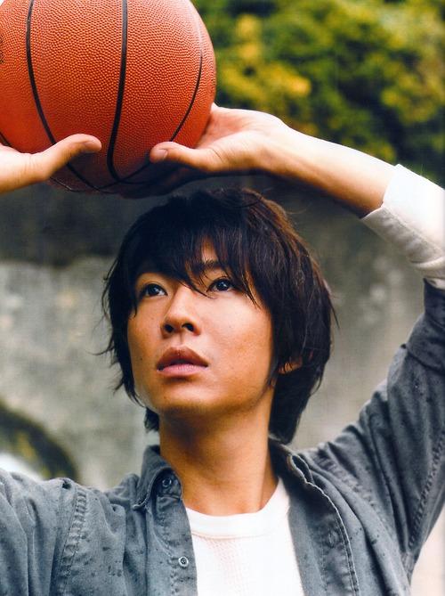 バスケをする相葉雅紀