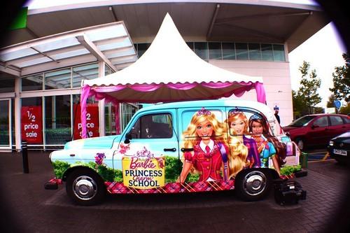 búp bê barbie PCS car