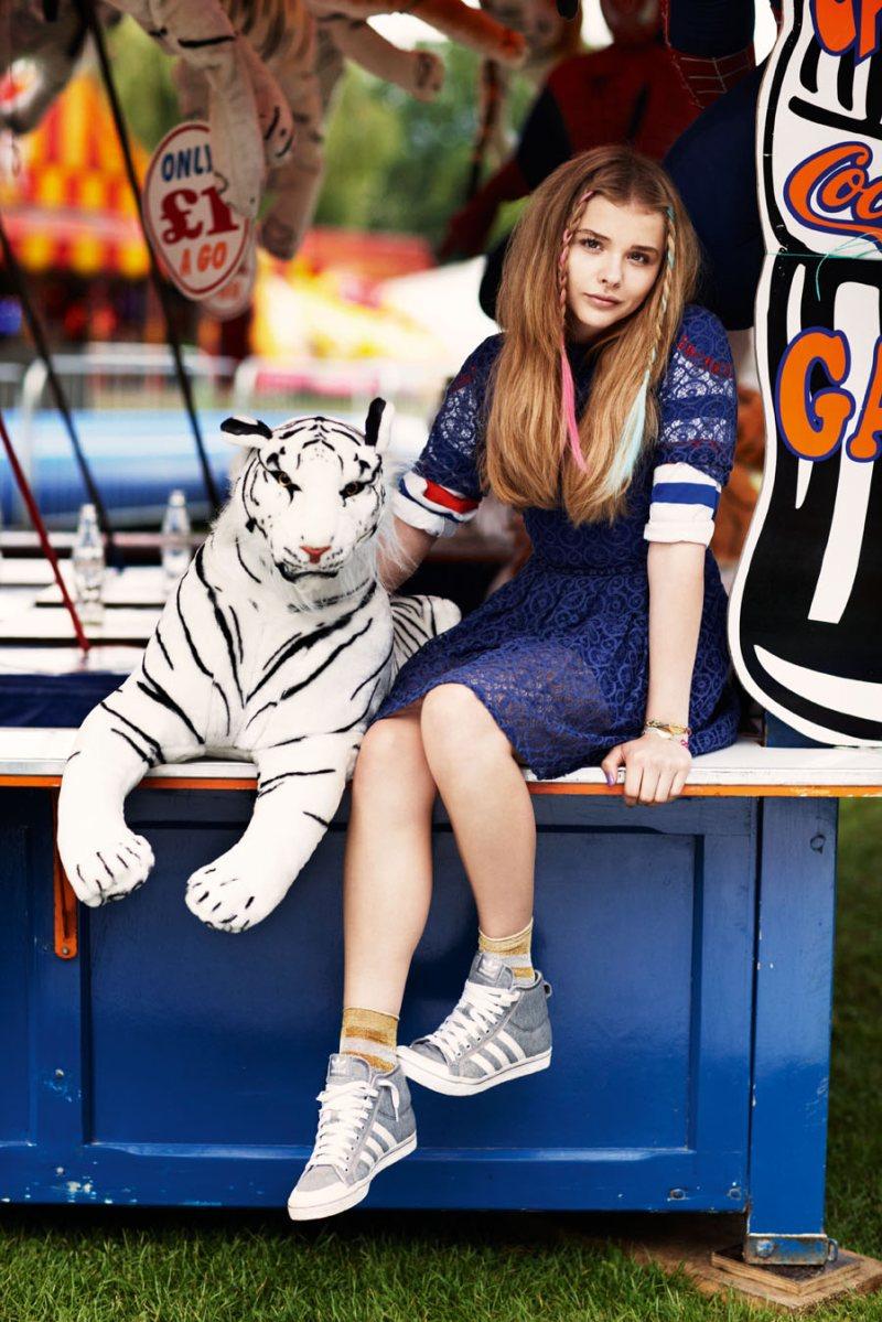 Chloe wins a tiger