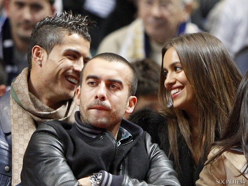 Cristiano Ronaldo & Iriina Shayk At A baloncesto Game In Spain