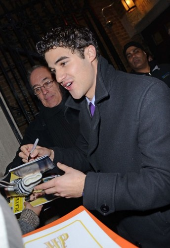 Darren Criss with the অনুরাগী after his Broadway debut on 03/01/12