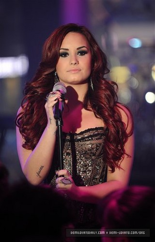 "Demi performs ""Give Your cuore a Break"" at MTV's New Years Eve in NYC 2012"