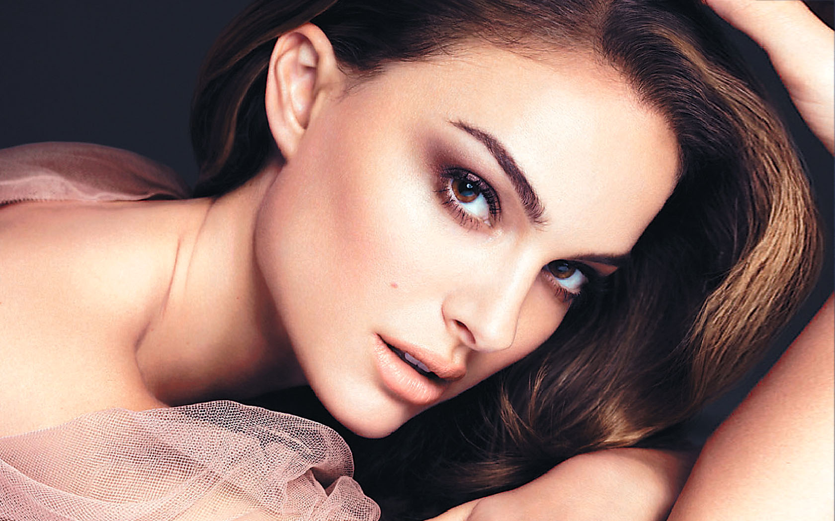 Dior-Make-Up-natalie-portman-28088000-16