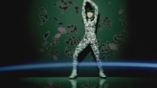 Jessie J Hintergrund containing a brunnen entitled Domino [Music Video]