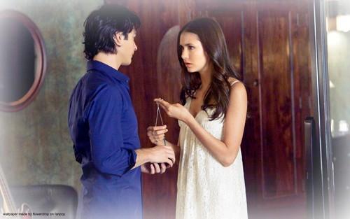 Elena&Katherine kertas dinding