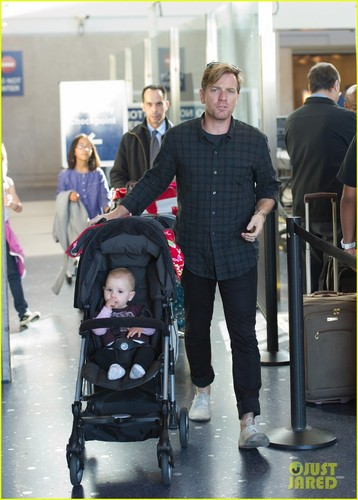 Ewan McGregor: LAX Landing With the Family!