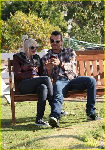 Gwen Stefani: Farm Family Time!