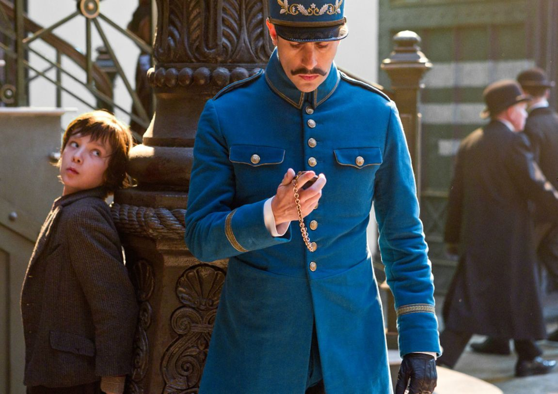 Hugo-hugo-movie-28047310-1151-814.jpg