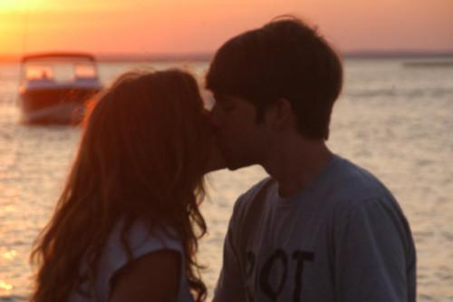 Ian and Melanie 接吻