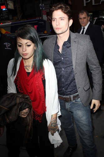 JACKSON RATHBONE...and HIS GIRLFRIEND!!!!!