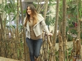 KHLOE AND KIM VISIT THE DALLAS WORLD AQUARIUM - 04/01/2012 - khloe-kardashian photo
