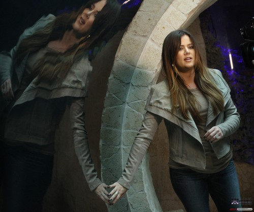 Khloe Kardashian wallpaper possibly with a street titled KHLOE AND KIM VISIT THE DALLAS WORLD AQUARIUM - 04/01/2012