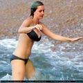 Katy Perry on the spiaggia in Hawaii [December 26 2011]