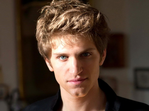 Actors wallpaper possibly containing a portrait called Keegan Allen