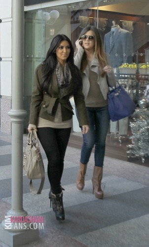 Kim and Khloe shopping in Dallas, TX - 01/04/12 - khloe-kardashian Photo