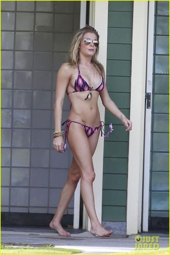 LeAnn Rimes: Bikini Breakfast!