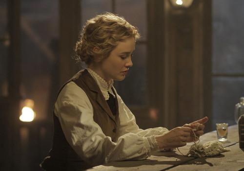 Lily Bell (Dominique McElligott) in Episode 9