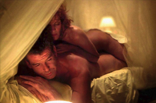PIERCE-BROSNAN-NUDE-IN-THE-THOMAS-CROWN-AFFAIR