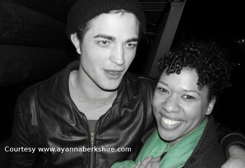 Rob with fans:)
