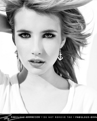 Emma Roberts Hintergrund with a fedora and a portrait called Sarah Dunn Photoshoot