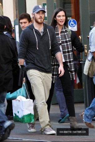 Shopping In Los Angeles - December 27 - odette-yustman Photo