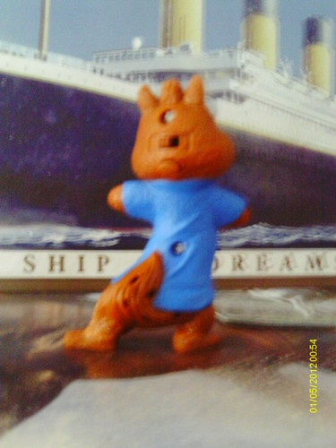 Alvin and the Chipmunks 3: Chip-Wrecked wolpeyper entitled Simon Toy Display image 3