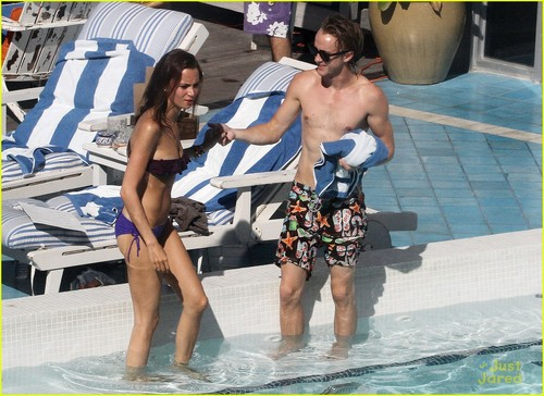 Tom Felton wallpaper with a hot tub, a bather, and a water called Tom Felton & Jade Olivia: Pair da The Pool