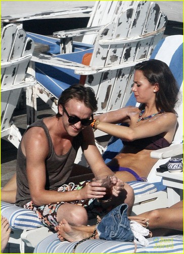 Tom Felton & Jade Olivia: Pair によって The Pool