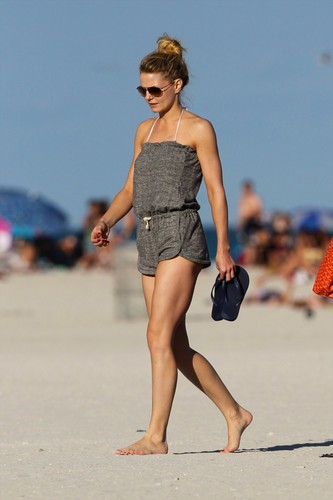 an 1, 2012 | Jennifer Morrison in a Bikini on the Beach in Miami