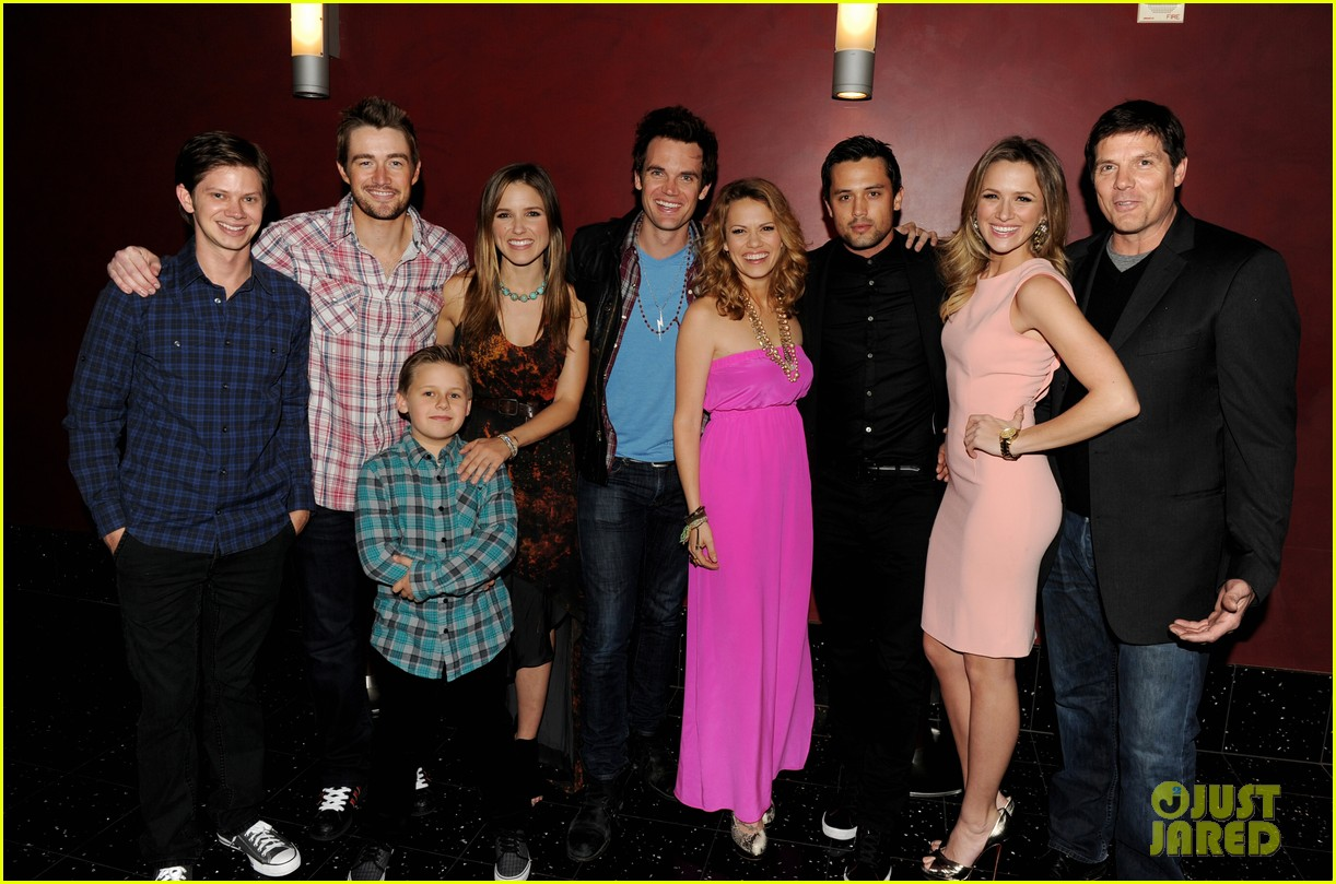 One tree hill cast dating in real life